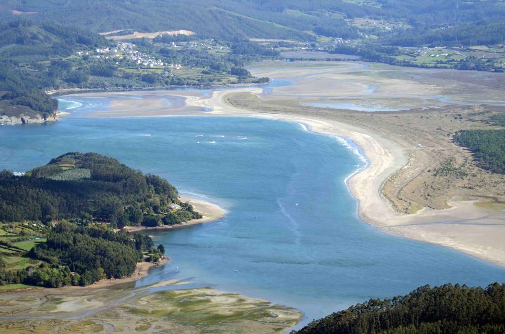 Morouzos beach at the mouth of the Ria Ortigueira