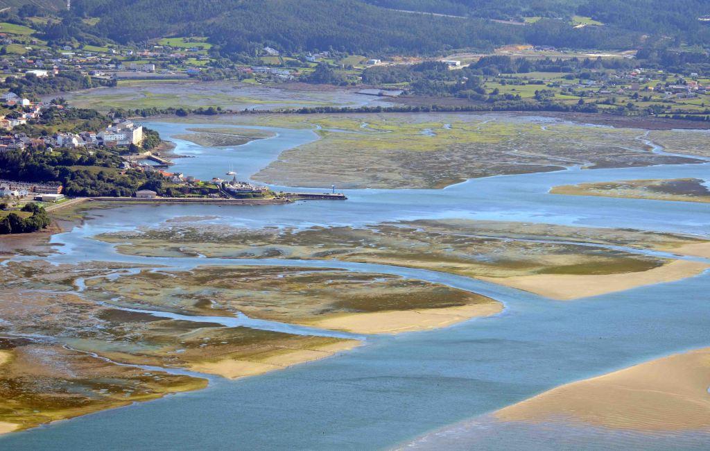 Mud banks exposed at low tide at Ortigueira