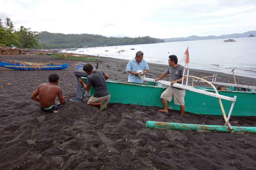 Preparing to boat at Batu Putih beach